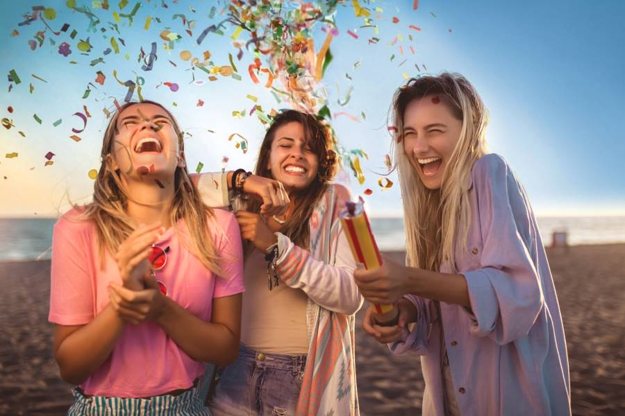 How to make the most out of your year - 2021 - young people celebrating at the beach with confetti